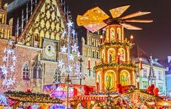 Kerstmismarkt van Dresden, mening van hierboven, Duitsland, Europa De Kerstmismarkten is traditionele Europese de Wintervakanties royalty-vrije stock afbeelding