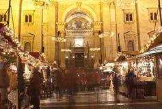 Kerstmismarkt vóór de Heilige Stephan Basilica Royalty-vrije Stock Fotografie