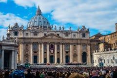 Kerstmismassa door Paus Francis wordt gevierd dat royalty-vrije stock foto