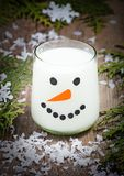 Kerstmismelk voor Kerstman in glas Stock Foto's