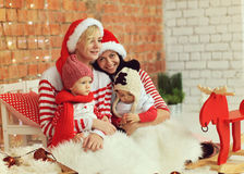 Kerstmismoeders met zonen royalty-vrije stock foto