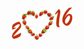 Kerstmismotief met hart gevormde aardbeien Stock Afbeeldingen