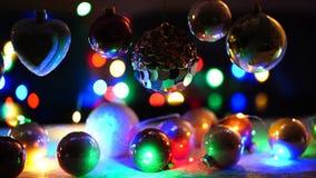 Kerstmisornamenten het hangen stock videobeelden