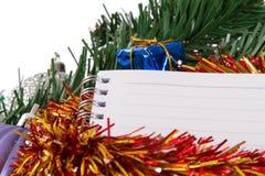 Kerstmisornamenten met Notitieboekje Stock Afbeeldingen