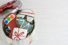 Kerstmispeperkoek in Tin van hierboven Royalty-vrije Stock Fotografie