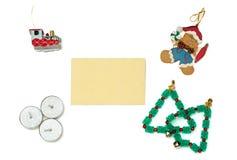 Kerstmispeperkoek, trein, bomen en kaarsen met groetca Royalty-vrije Stock Afbeelding