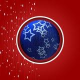 Kerstmisprentbriefkaar met blauwe Kerstmisbal Royalty-vrije Stock Foto's