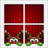 Kerstmisrendieren die door het venster kijken Stock Fotografie