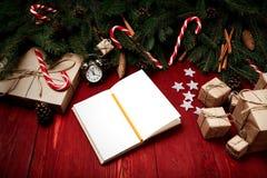 Kerstmissamenstelling, concept nieuw jaar Dozen van verrassingen, Stock Afbeelding