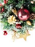 Kerstmissamenstelling met decoratie op witte backgr wordt geïsoleerd die Stock Afbeeldingen