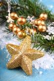 Kerstmissamenstelling met gouden ster Stock Afbeeldingen