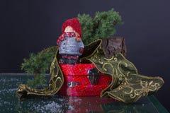 Kerstmissamenstelling met grappig, koddig beeldje van meisje stock afbeelding