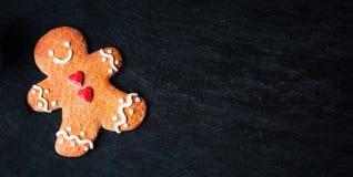Kerstmissamenstelling met Kerstmisgift, cooki van de Peperkoekmens Royalty-vrije Stock Foto