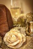 Kerstmissamenstelling met Pandoro en spumante Stock Foto