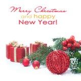Kerstmissamenstelling met rode die bal en giften, op wit wordt geïsoleerd Royalty-vrije Stock Fotografie
