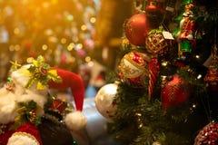 Kerstmisscène op een onscherpe achtergrond stock foto
