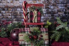 Kerstmisschommelstoel met Suikergoedriet royalty-vrije stock foto