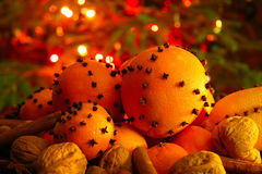 Kerstmissinaasappel met kruidnagels Royalty-vrije Stock Foto's