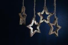 Kerstmisslinger van houten sterren Royalty-vrije Stock Fotografie