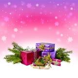 Kerstmissneeuw en giften Slee met giften Rustieke stijl kaart stock foto