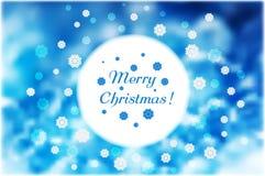 Kerstmissneeuwvlokken rond rond wit kader op blauwe abstracte B Stock Foto