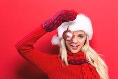 Kerstmissnuisterij van de vrouwenholding Stock Foto's