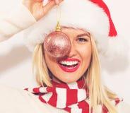 Kerstmissnuisterij van de vrouwenholding Stock Afbeeldingen