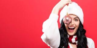 Kerstmissnuisterij van de vrouwenholding Royalty-vrije Stock Foto's
