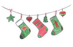 Kerstmissokken die op de kabel hangen royalty-vrije stock foto's