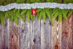 Kerstmisspar met decoratie op een houten raad royalty-vrije stock foto