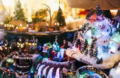 Kerstmisspeelgoed bij Kerstmismarkt in Frankrijk Royalty-vrije Stock Afbeeldingen