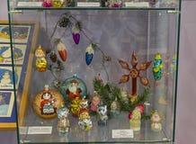 Kerstmisspeelgoed in de vorm van karakters van sprookjes en ca Stock Fotografie