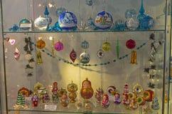 Kerstmisspeelgoed in de vorm van poppen Royalty-vrije Stock Foto