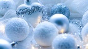 Kerstmisspeelgoed en ballen om de sjaal te breien Decoratie op holid Stock Afbeelding
