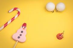 Kerstmisspeelgoed en suikergoed Royalty-vrije Stock Foto