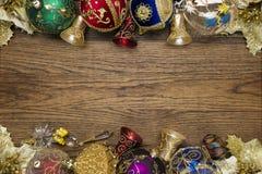 Kerstmisspeelgoed op hout Royalty-vrije Stock Afbeelding