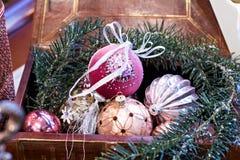 Kerstmisspeelgoed, samenstelling van Kerstmisballen Stock Afbeeldingen