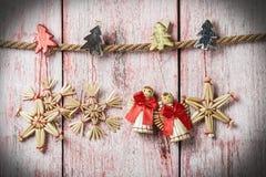 Kerstmisspeelgoed van stro Stock Foto's