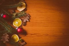 Kerstmisstilleven met fruit en kruiden stock foto's