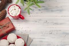 Kerstmisstilleven met zefier en hete drank stock foto