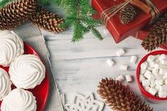 Kerstmisstilleven met zefier en hete drank stock fotografie