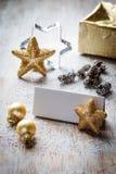 Kerstmisstilleven op hout, plaatskaart, exemplaarruimte Stock Foto