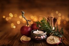 Kerstmisstilleven op houten lijst stock afbeelding