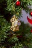 Kerstmisstuk speelgoed, gouden auto Stock Afbeelding