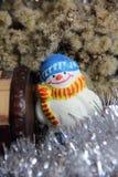 Kerstmisstuk speelgoed met de hand gemaakte sneeuwman Stock Foto
