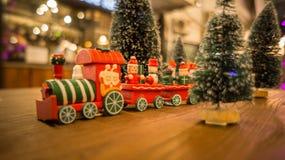 Kerstmisstuk speelgoed trein en gelukkig tijd nieuw jaar Stock Fotografie