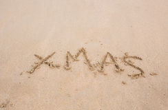 Kerstmistekst op het strand Stock Fotografie
