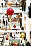 Kerstmistijd in wandelgalerij stock foto's