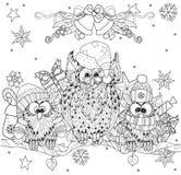 Kerstmisuil op boomtak met kleine uilen Royalty-vrije Stock Afbeeldingen