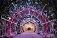 Kerstnacht Moskou De lichte tunnel op Tverskoy-Boulevard Stock Foto